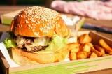 Đồ ăn nhanh gây nhiều tác hại khôn lường tới sức khỏe của trẻ nhỏ