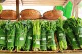 Gói rau bằng lá chuối
