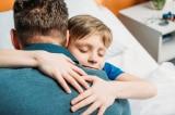 Con trai giúp người bố nghiện rượu muốn ly hôn mẹ nhận ra điều quan trọng