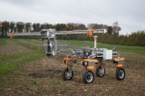 Máy robot nông nghiệp diệt cỏ dại bằng điện.