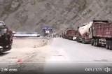 Theo video được chia sẻ trên mạng cho thấy, ĐCSTQ đang gấp rút chuyển quân đến biên giới Trung - Ấn, và xe cộ khác đã bị dừng hơn 24 giờ để nhường đường.