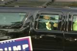 TT Trump tiến triển tốt, bất ngờ xuất hiện ngoài bệnh viện cảm ơn người ủng hộ