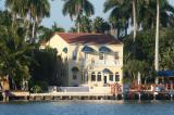 Mỹ: Người đàn ông lừa tiền cứu trợ 17,7 triệu USD mua ngay 5 biệt thự