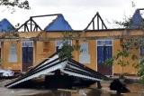 Gió cuốn bật gốc cổ thụ, lốc bay nhiều mái nhà ở Huế trong bão số 13