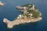 Hòn đảo độc đáo ở Ý có hình dạng giống một con cá heo